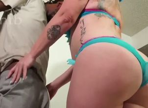 Thick donk phat ass white girl..