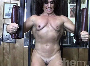 Annie Rivieccio Bare in the Gym